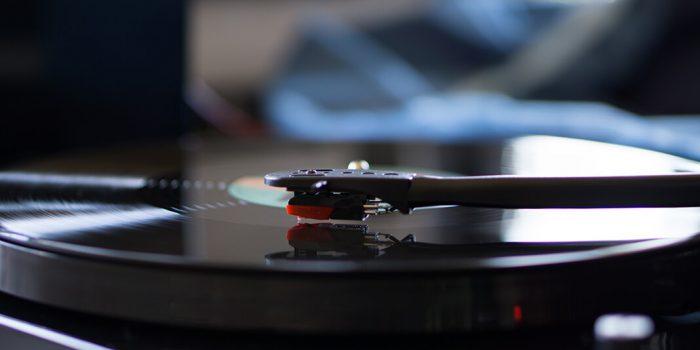 Jimmy Fallon Tributes David Bowie On SNL